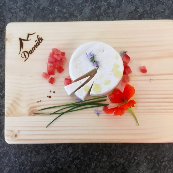 Mhhh ein feines Abendessen mit Ziegenkäse aus Damüls 😋 Welchen Käse liebst du? ...