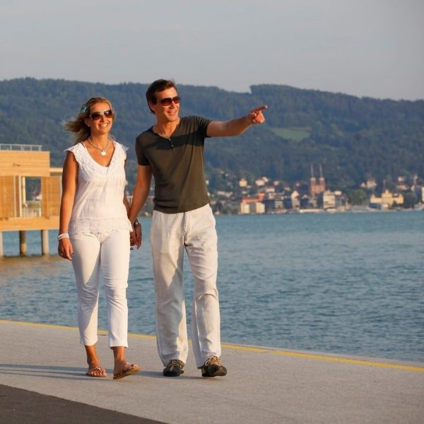 Das österreichische Bodenseeufer lädt zum Spazieren und Fahrradfahren ein. Fahrräder von @myboobamboobikes könnt ...