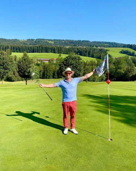 3 chip-ins 🤷♂️ what a morning 💪 #bregenzerwaldlove ⛳️🎿 . #skigolfgourmetcrew Golfpark Bregenzerwald
