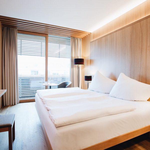 Im Hotel Schwärzler warten 106 Zimmer im Vorarlberger Wohndesign auf Gäste aus der ...