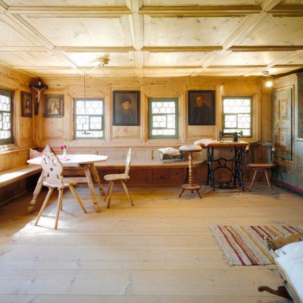 Heimelige Atmosphäre in den alten Stuben des über 450 Jahre alten Bregenzerwälder Hauses ...