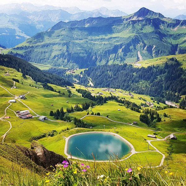 Hike more, worry less ⛰ #damüls #damülsfaschina #bregenzerwald #visitbregenzerwald #visitvorarlberg #venividivorarlberg #exploreverything #vorarlbergwandern #meintraumtag #bestmountainartists #getmoving #wanderlust...