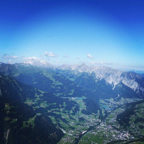 Blick vom Hochjoch ins Tal. 🏔️🏔️🏔️🏔️🏔️🏔️🏔️🏔️🏔️🏔️🏔️🏔️🏔️🏔️🏔️ #visitvorarlberg #montafon #vorarlberg #hochjoch #alfontour #alpen #adventures ...