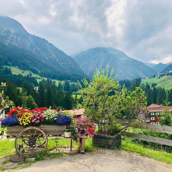 🇦🇹🏔🌲🏰🇩🇪 #kleinwalsertal #österreich #alpen #berge #voralberg #allgäu #mittelberg #wandern #bayern #alpsee #neuschwanstein @leni92 ...