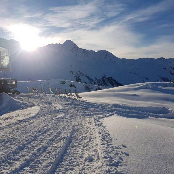 ...und wieder erwartet uns ein sonniger, erlebnisreicher Schitag am #arlberg #klostertal #klösterleamarlberg #monsalpinelodge ...