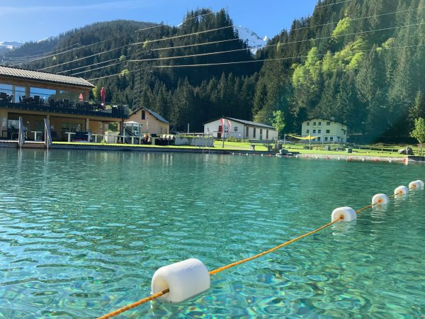 Auch bei uns kehrt der Sommer ein! Gemütliche Stunden im Almwasserpark in Klösterle ...