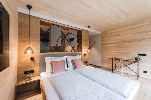 Hier soll sichs gut träumen lassen 🤫🤭 #leonhardzimmer #hoteldesign #urlaub #adlerau #wellness #adlerau ...