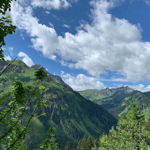 Blick in's Bärgunttal #kleinwalsertal #mittelberg #wanderurlaub #erholungpur #genusswandern Mittelberg Kleinwalsertal