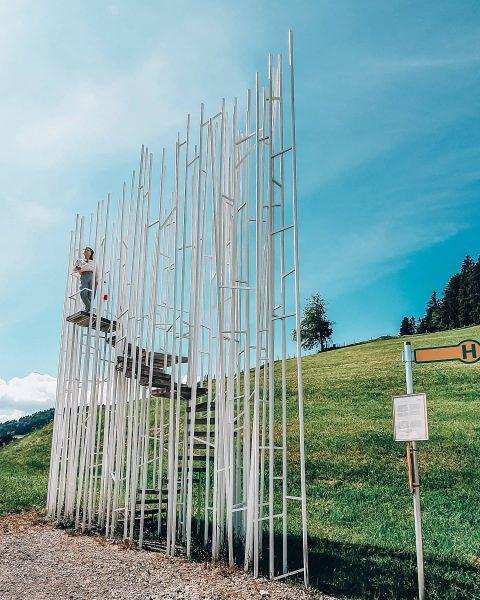 Jeden z 7 niezwykłych przystanków autobusowych w miejscowości Krumbach w Austrii (Vorarlberg) 🤩 ...