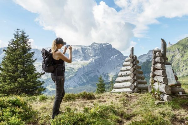 Kennst Du eigentlich schon den wunderschönen AlpkulTour Weg im Gauertal? ☀️🌼 Auf diesem Themenweg am Fuße der...