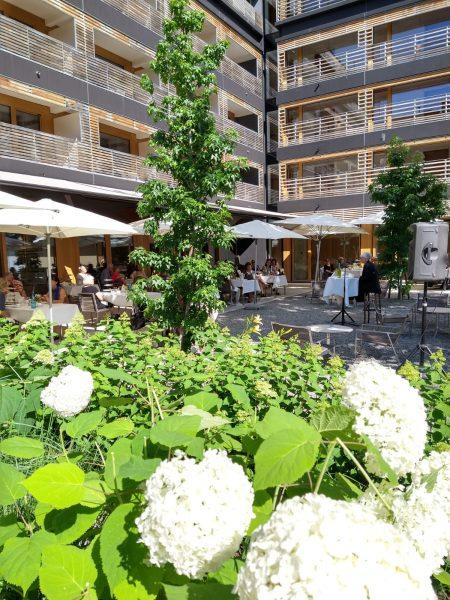 Anja Neumann - 'High tea' time mit Lisbeth Bischoff beim #vorarlbergerkulturpicknick im Hotel ...
