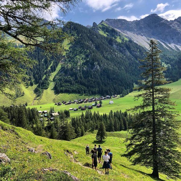 #sommer #ferien #wanderlust #wandern #laufen #wandergruppe #r12 #und #dr.t #ontour #sareis #nach #nenzingerhimmel ...