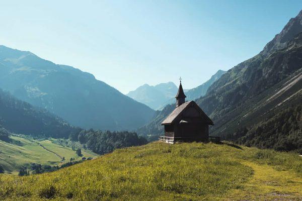 Bij vorsäß Schalzbach bij #Schoppernau . . #genieten #bregenzerwald #vorarlberg #oostenrijk #wandelenindebergen Kapelle Hl. Maria in Schalzbach