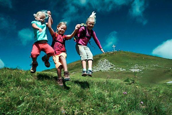 Mit einem Sprung ins Wochenende am @diedamskopf . ☺️⛰️ Ein Bergfrühstück, Wandern oder doch Paragleiten? 🪂🥯🎒 Wie...