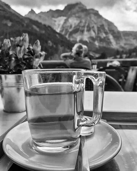 #week31 #starzelhaus #kräutertee #aussicht #einmalig #kleinwalsertal #baad #freundschaft #friendschip #blackandwhitephotography #carinegorisphotography
