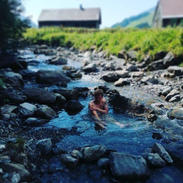 Urlaub im Eisbach #relax #cooldown #coldasfuck #refreshing #urlaubdahem #venividivorarlberg #antraum #fckcorona Schönenbach Alp, ...