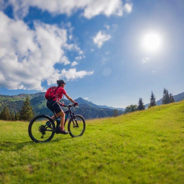 """Heute mal eine kleine """"bike and hike"""" Tour. Ich starte an der Hochgrat Talstation, das Ehrenschwanger Tal..."""