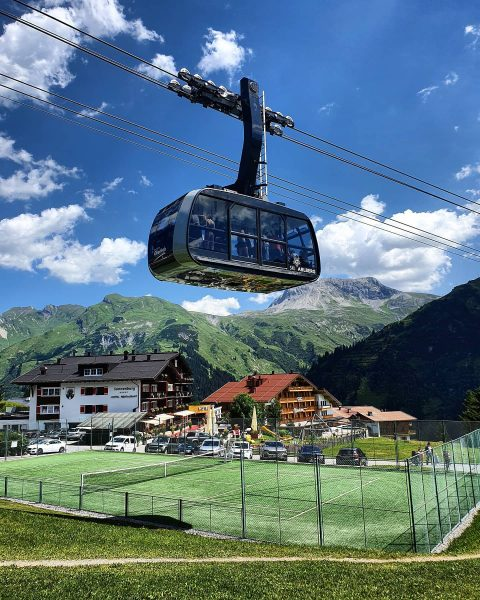 Did you know, that you ski over a tennis court during winter? ☺ . . #summer #summerholidays...