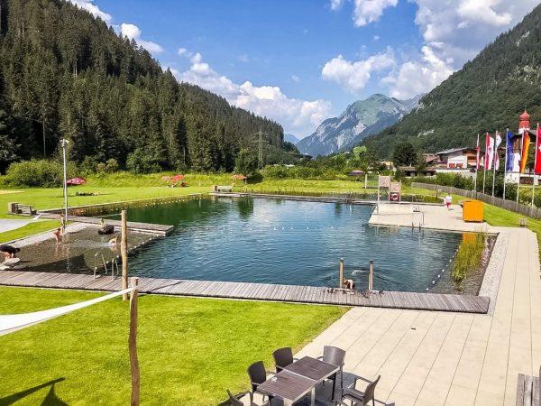 Kennt ihr eigentlich schon das Alpenfreibad in Klösterle, in mitten der wunderschönen Berglandschaft ...