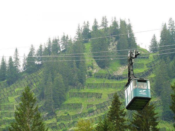 Eerst met de bergbahn omhoog en daarna wandelend terug naar ons verblijf. . ...