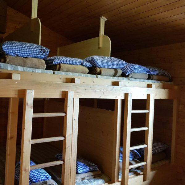 ✅Kojen im Matratzenlager Auf unseren sechs Alpenvereinshütten haben wir unsere Matratzenlager umgebaut. Künftig ...