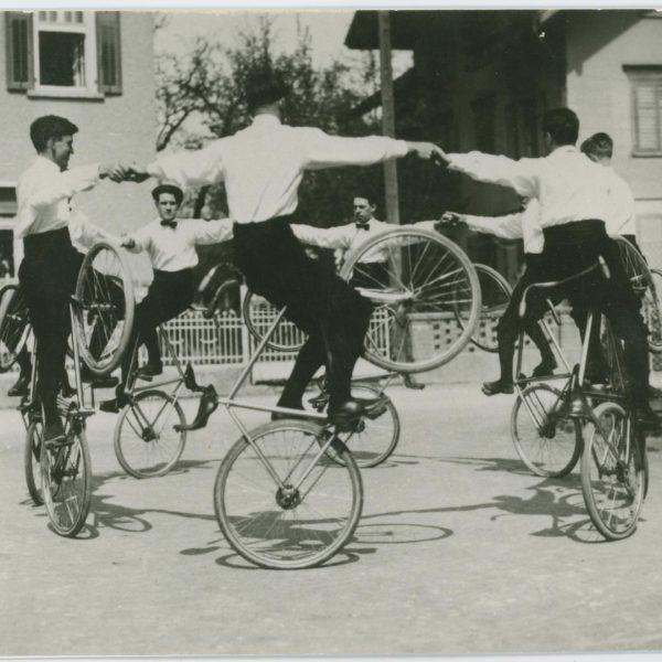 """Archivale des Monats 🕰🚲 """"In Lustenau lernen die Kinder zuerst radfahren und dann ..."""