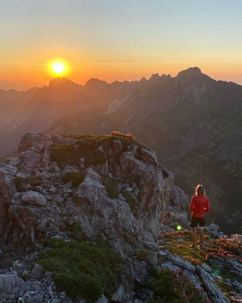 PRIVATE LUXURY MOMENT Sonnenuntergangstour auf den Roggelskopf. Ein unvergessliches Bergerlebnis mit Freunden.⛰ #auroralech ...