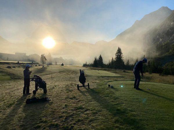 Der frühe Vogel fängt den Wurm⛅⛳🏌️♂️Early morning Turnier🏆 #gclech #sunrise #visitvorarlberg #golf #earlymorningturnier ...