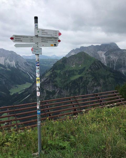 Wandelen richting Baad . #oostenrijk #vorarlberg #allgäu #kleinwalsertal #kwt #kwtlodge #mittelberg #baad #riezlern ...