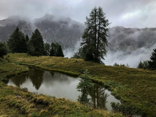 Wenn der Nebel so in den Bergen hängt, kommt das Gefühl auf, durch ...
