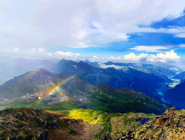 das leben ist eine grosse leinwand, bemale sie so bunt wie möglich. #meinmontafon #berge #natur #regenbogen #clouds...