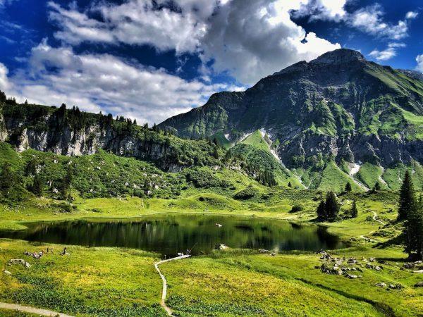 Beautiful Körbersee! 💚 #bergzeitfuerzuagroaste #genusswandern #vorarlberg #vorarlbergwandern #lech #warth #körbersee #austria #visitaustria #_the_alps ...
