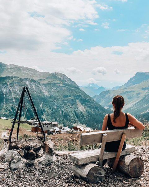 Lunch with a view 🏔 Diese kleine Grillstelle mit Ausblick ist etwas oberhalb ...