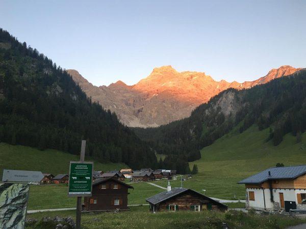 One more Alpenglühen #alpenglühen #mountainview #mountainvibes #nenzingerhimmel Himmelwirt Alpengasthof Gamperdona