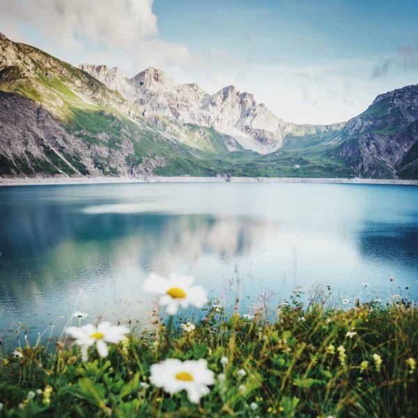 Der Lünersee. Der schönste Platz Österreichs. Die Perle der Alpen mit dem türkis-blau ...