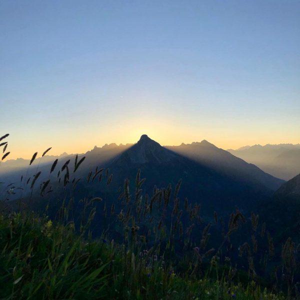 An Tagen wie diesen ... ☀️🧗🏼⛰ #sonnenaufgangswanderung #wartherhorn #österreich #warthamarlberg #warth #warthschröcken #sommer #wanderlust #wandern #alpen #bergspitz...