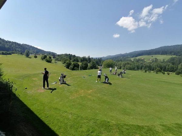 Die Turnierteilnehmer sind fleißig beim Aufwärmen und Einspielen. Wir wünschen allen ein schönes Spiel ⛳🏆 #golfparkbregenzerwald #vorarlberg...