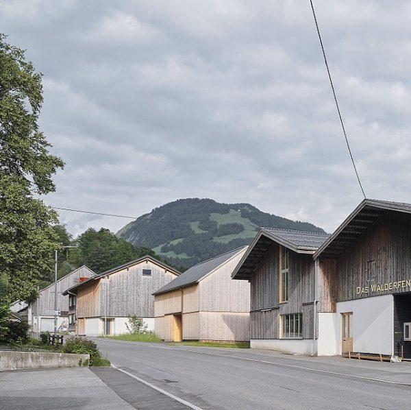 Haus im Unterdorf. Bregenzerwald. #bernardobaderarchitekten #bernardobader #architektur #holz #bregenzerwald #vorarlberg Bizau