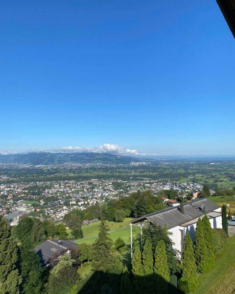 Wunderschön bei uns am Oberfallenberg. Die Terrasse wird gerade hergerichtet. Heute sind wir ...