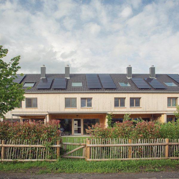 Drei Reihen, zwölf Häuser. Der Traum vom Haus im Grünen ist aus vielen ...