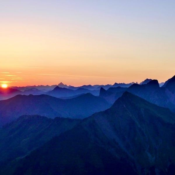 Den Sonnenaufgang auf