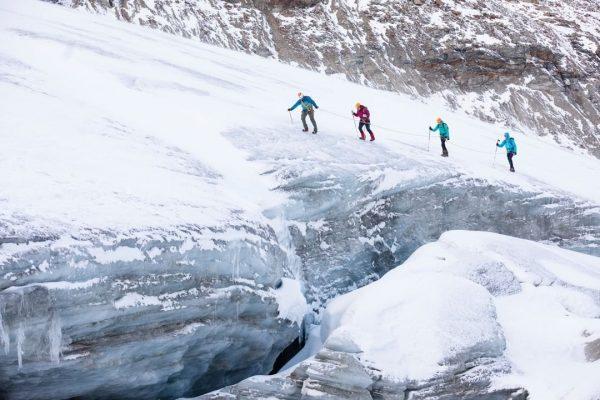 Abkühlung gefällig? ❄️ Dann haben wir den ultimativen Tipp für Dich: Die Gletscherwanderung ...