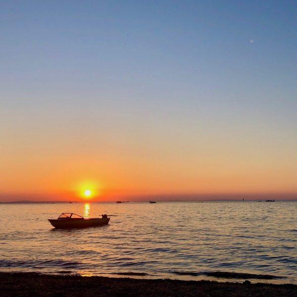 SUNDOWNER AM BODENSEE 🌅 Ein wunderbares Sommer-Wochenende geht zu Ende. Ob direkt am ...