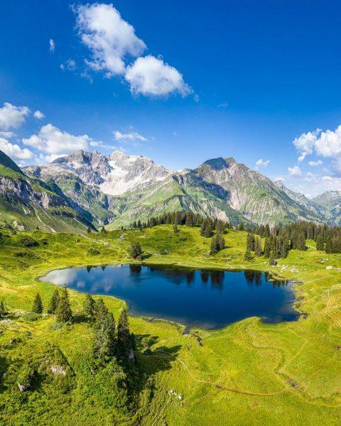 Ich kam. Ich sah. Den schönsten Platz Österreichs. #venividivorarlberg #koerbersee #bregenzerwald #vorarlberg #visitvorarlberg ...
