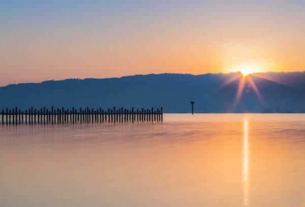 Sonnenaufgang #bodensee #lindau_bodensee #bodenseeliebe #lakeofconstance #lakeconstance #sommer #sonnenaufgang #sonnenuntergang #stimmungsvoll #landschaftsfotografie #landschaft #sonne ...