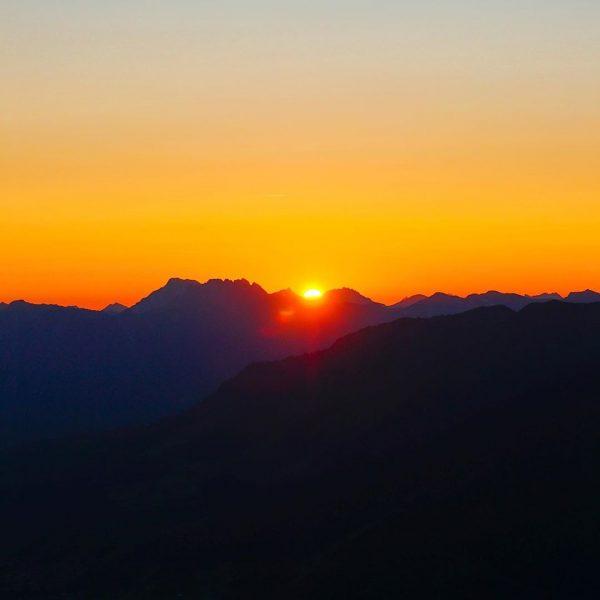 Walmendinger Horn... schöner hat Sonnenaufgang ... #alpen #allgäuliebe #berge #wasserfall #kleinwalsertal #österreichurlaub #österreich🇦🇹 #mittelberg #vorarlberg #gipfelstürmer #sonnenaufgang...