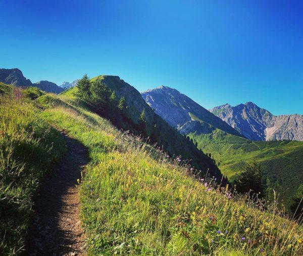 """""""Erklimme die Berge und spüre die gute Energie. Der Friede in der Natur wird in dich fließen..."""