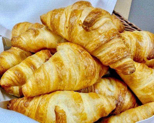Von der Backstube direkt zu uns. Täglich frisches Brot aus der Bäckerei im ...