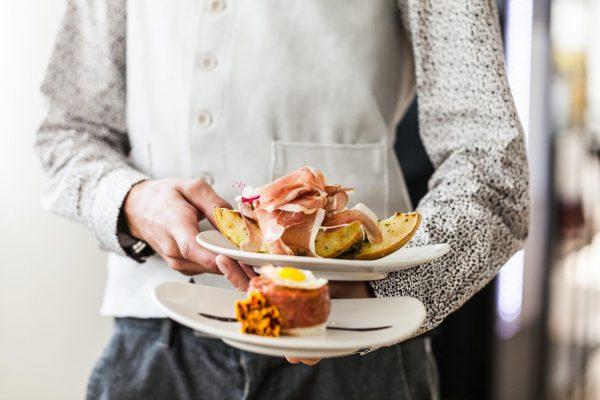 ~TAPAS~ Zum teilen oder alleine genießen 😊 #beeftartare #prosciuttomelone #tapas #e3montforthaus #feldkirch #happyhour ...