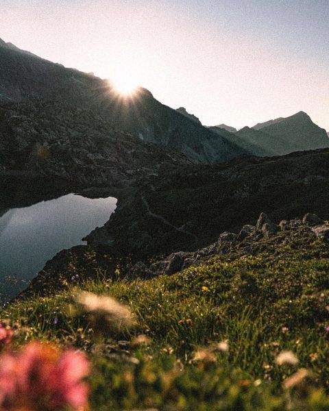 Dahoam ischs am schönsta 🌅 • • • • #ländle #vorarlberg #butzensee #lech ...
